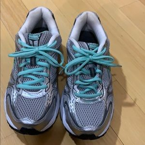 Saucony Oasis like new running shoes